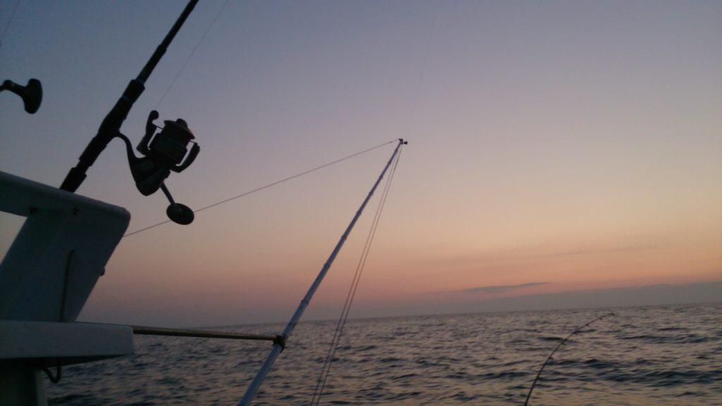 pêche à la traîne le soir